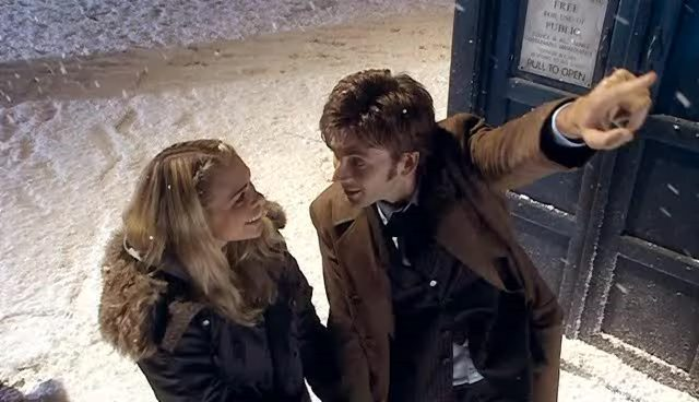 2x00-The-Christmas-Invasion-Screencaps-Doctor-Rose-badwolf-tenth-rose-3530353-640-368